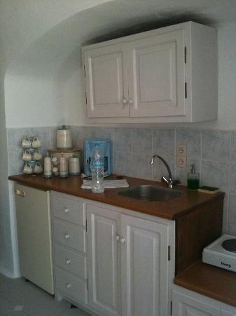 Caldera Villas: Kitchen area in room 112