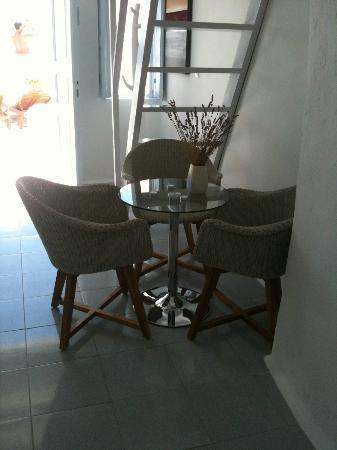 Caldera Villas: Our dining area