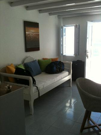 Caldera Villas: Daybed couch area