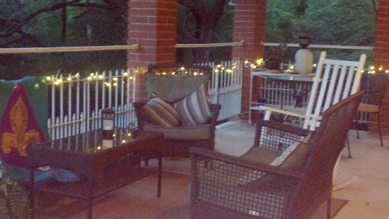Woodridge Bed and Breakfast of Louisiana: We spent a relaxing time here on the balcony.