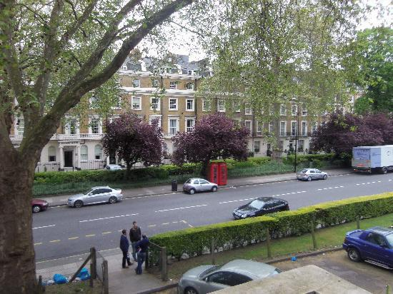 Hyde Park Rooms Hotel : view of street from front rooms