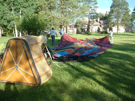Rocky Mountain Balloon Adventures, LLC.: Setting up the balloon