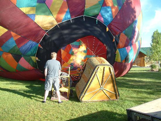 Rocky Mountain Balloon Adventures, LLC.: Filling the balloon