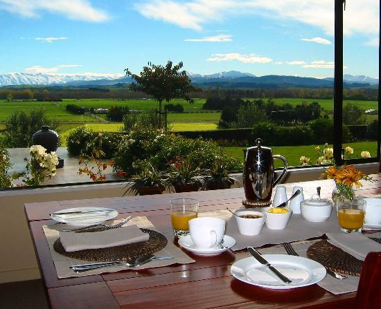 Longview Farmstay Bed and Breakfast: Breakfast with a view