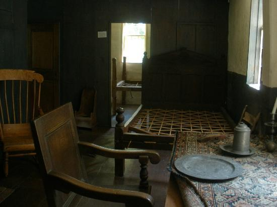 Vincent House Museum: The front room