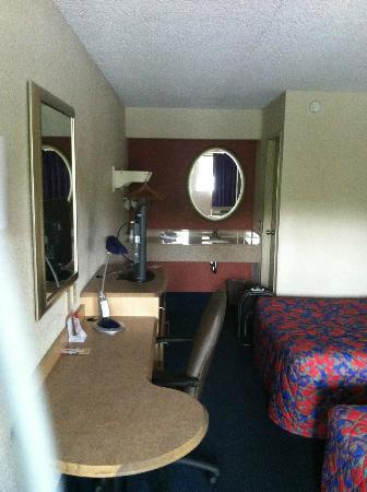 Red Roof Inn Harrisburg North: Basic room good for one night short weekend trip