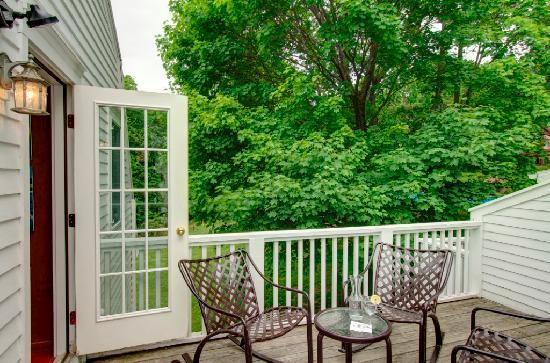 Garden Gables Inn: Hilltop Orchards, Suite 12 Private Balcony