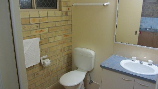 Emeraldene Inn & Eco-Lodge: Bathroom.