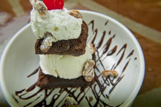 Railroad Station Bar and Grill: Brownie Sundae