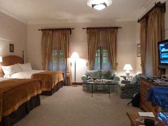 Tasteful decor picture of four seasons hotel istanbul at for Decor hotel istanbul
