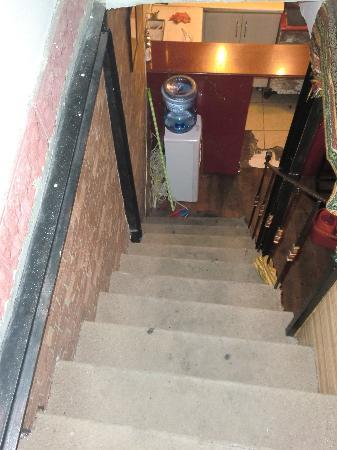 New Backpackers: the staircase to the room