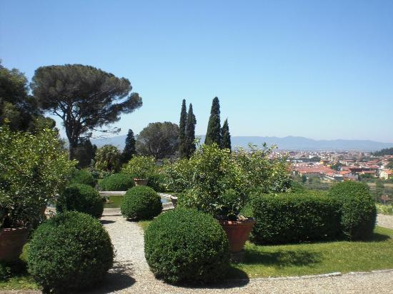 Villa Rucellai: il panorama con giardino