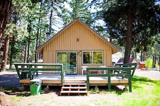 Naches, WA: One of 10 cabins at Squaw Rock Resort! Great times for family getaways!