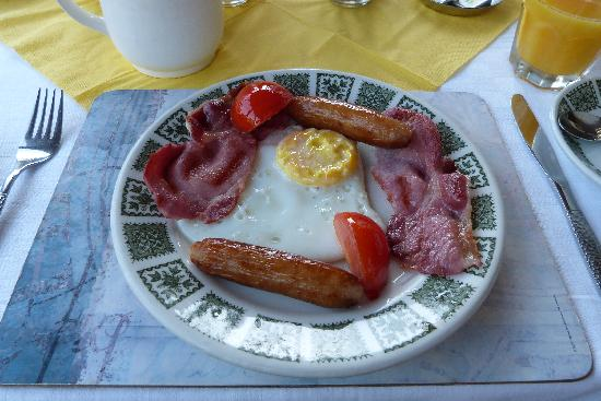 Alderhaven Country Home: an Irish breakfast -- yum!