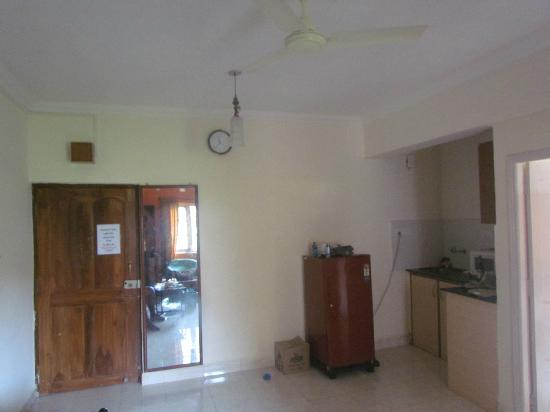 Sandy's Service Apartment: Mini Kitchen
