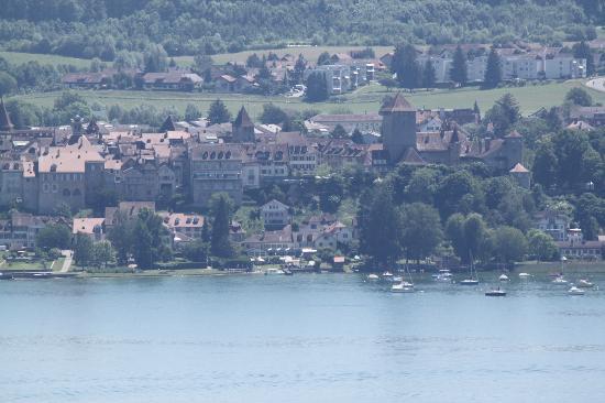 Hotel-Restaurant Mont-Vully : Aussicht vom Hotel über den See