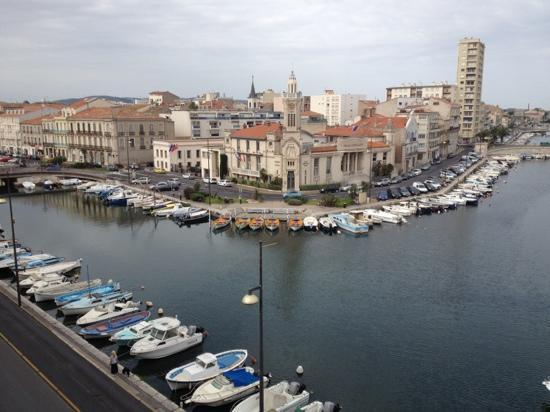 Paris Mediterranee: en face du restaurant