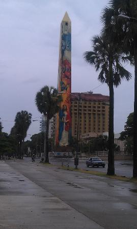 El Obelisco : Towering right on the seawall