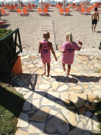 Byzantio Hotel Apartments: Down at Valtos Beach