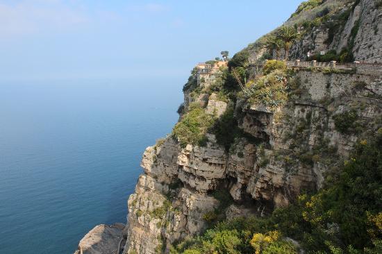 Italy Limousine : The Amalfi Coast road