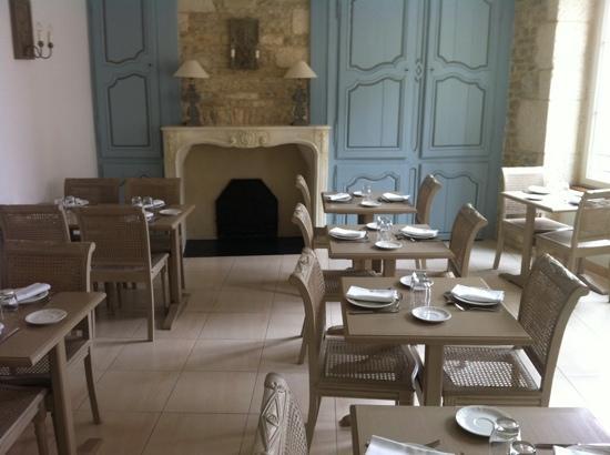 Hotel-Restaurant Le Marius: salle du petit déjeuner