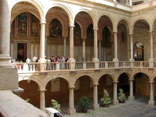 Cappella palatina esterno foto di palazzo dei normanni e - Pilozzo da esterno ...