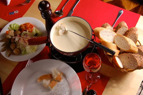 Heidi's Restaurant & Bar: The cheese fondue, specialitie of Heidi's