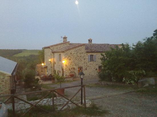 Domus Etrusca Agriturismo: la domus di sera