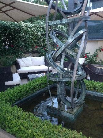 Hotel Villa Duse : Fountain