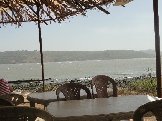 Harihareshwar, India: restraurant sitting area