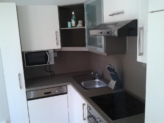 Emerald Suites : kitchen