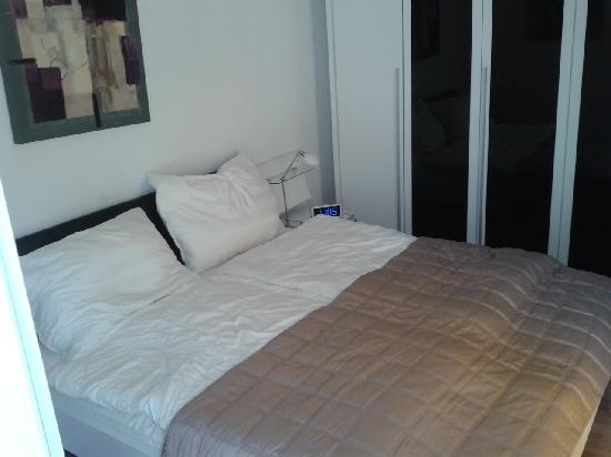 Emerald Suites : bedroom