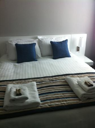 Riviera Hotel : really lovely crisp cotton clean bedding