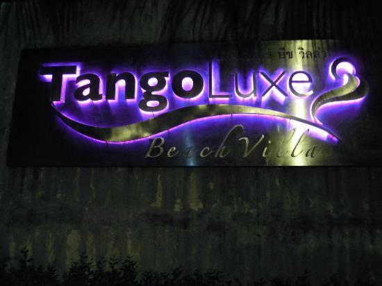 Tango Luxe Beach Villa: Tango Luxe at night