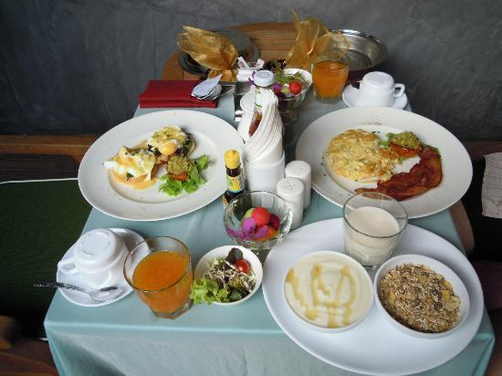 Tango Luxe Beach Villa : Breakfast that was served in your villa