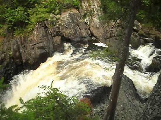 Northern Outdoors Adventure Resort: Moxie Falls (2miles from Site)