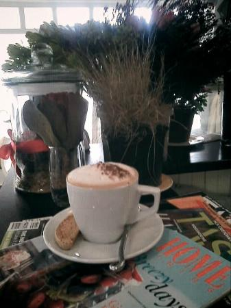Cafe Benedict: Frothy cuppa