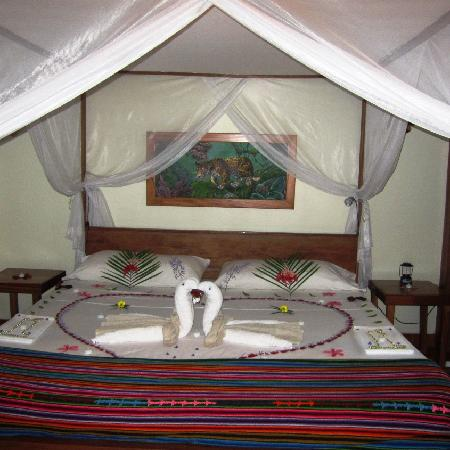 Mariposa Jungle Lodge: Room decoration for honeymooners, anniversaries or any other special occasion upon request! Bott
