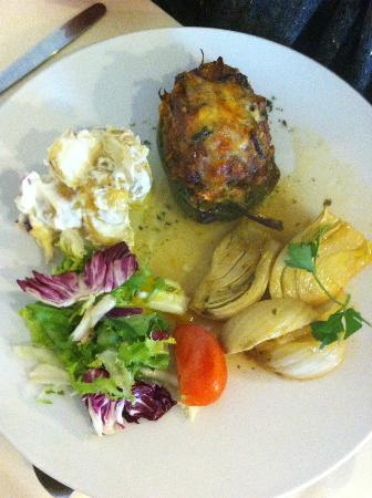 Mangetout Deli: Stuffed green pepper with potato salad, braised fennel in white wine sauce & crispy salad - £6.3