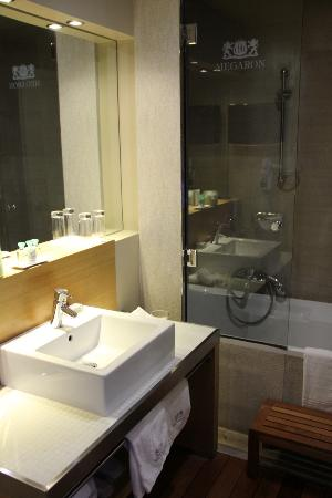 ‪‪GDM Megaron Hotel‬: bathroom