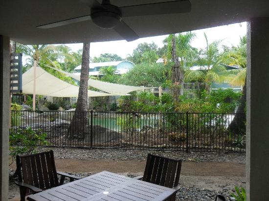Marlin Cove Holiday Resort: The patio area