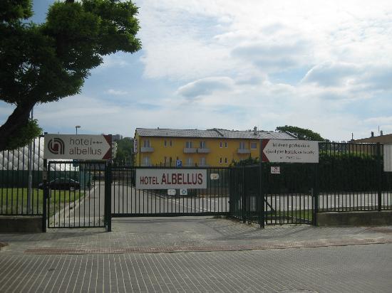 Hotel Albellus : Very safe entrance