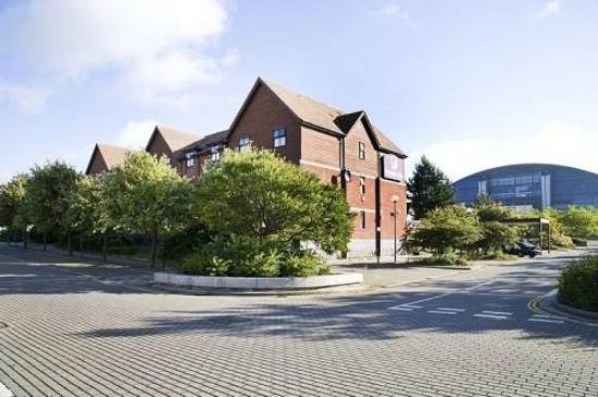 Premier Inn Milton Keynes Central Hotel: great location