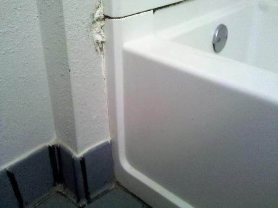 Motel 6 Chattanooga Downtown: toilet paper filler for the hole in the wall