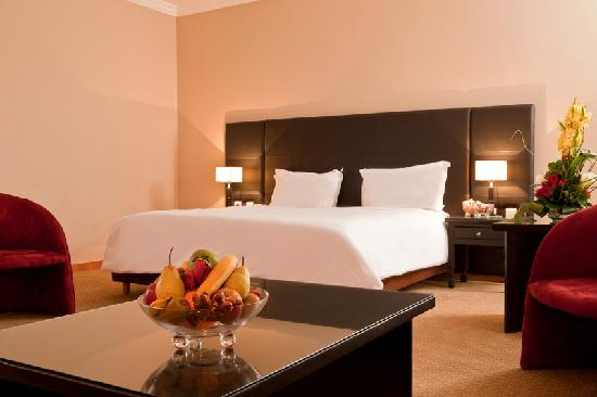 Hotel Kenzi Farah : Chambre à grand lit