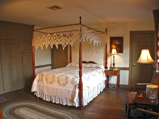 Whitehall Mansion Inn: Betsy's Chamber
