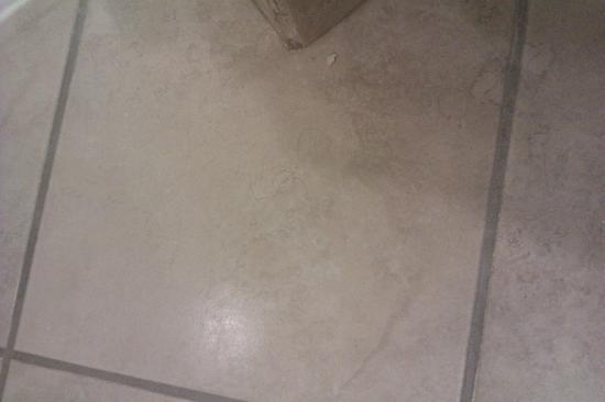 Barcelo Guatemala City: suelo baño