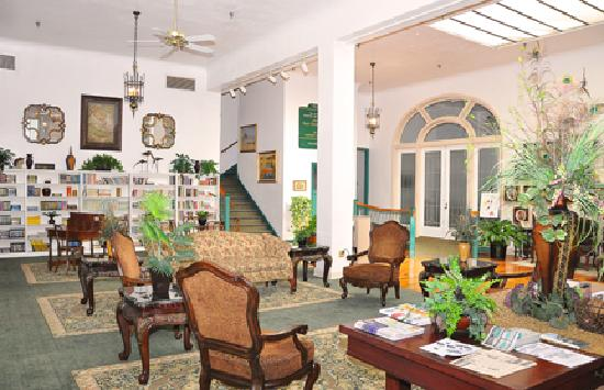 The Hotel Jacaranda: Library for our Guest to enjoy