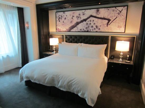 Trump International Hotel & Tower Toronto: Comfy bed