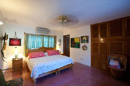Casa Quetzal: Master Bedroom